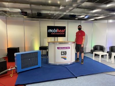 mobiheat klimatisiert das CSD Studio 2021 in Stuttgart. Um die mobile Klimatisierung ideal umzusetzen, wurde ein mobiler Kaltwassersatz (MC6) mit einem mobilen Kaltluftgebläse (MCK6) kombiniert. So kann flexibel und zielgenau dort temperiert werden, wo es nötig ist.