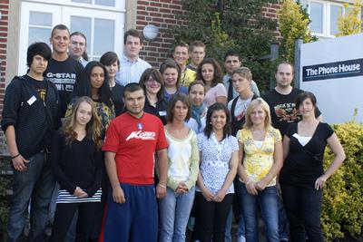 22 junge Menschen beginnen im August ihre Ausbildung bei The Phone House