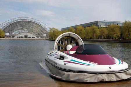 Premiere auf der AMI: Mit dem Luftkissenboot über den Leipziger Messe-See