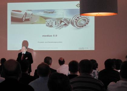 Karlheinz Lindner (Schaeffler Group, head of the technical office) presents the new product selection and information system medias 5.0 and describes the high ROI from the integrated TraceParts service