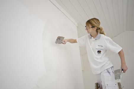 Um glatte Wände zu erzielen, empfiehlt sich eine einheitliche Spachtelung mit AkkordLeichtspachtel. Foto: Caparol Farben Lacke Bautenschutz