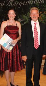 Anastasia Dietrich, WITTENSTEIN-Stipendiatin 2011, zusammen mit Dr. Manfred Wittenstein, Vorstandsvorsitzender der WITTENSTEIN AG.