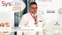 Karsten Kroll hält seine Keynote über die moderne Pflegeberatung