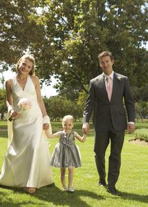 Ein Bild des Brautpaares gemeinsam mit Blumenstreukindern ist ein schönes Andenken - für beide Seiten