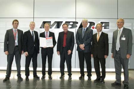 """Die MBDA Deutschland zeichnete Berner & Mattner mit dem Titel """"Preferred Supplier 2011/2012"""" aus. Die Übergabe der Auszeichnung erfolgte in den Geschäftsräumen der MBDA in Schrobenhausen / Bildquelle: MBDA"""
