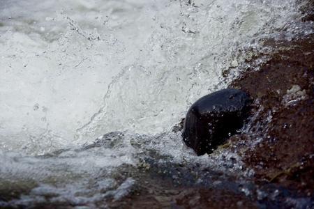Kleinwasserkraftwerk Lempdes sur Allagnon Impression Wasser (Foto: Green City Energy)