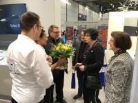 Eine Delegation der Leipziger Messe besuchte den Stand von CERATIZIT und überreichte die Siegerurkunde an Manfred Müller, Vertriebsleiter bei der CERATIZIT Deutschland GmbH (3.v.l.)