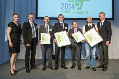 Heraeus Innovationspreis 2014: Die Preisträger mit Dr. Tanja Eckardt (links), Heraeus Innovationsmanagement, COO Rolf Najork (2. von links) und CEO Jan Rinnert (rechts). Quelle: Heraeus