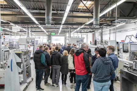 Um das 50. Jubiläum des REHAU Werks in Wittmund gebührend zu feiern, fand am 08. Juni 2019 ein großes Fest für Mitarbeiter mit deren Familien und Kunden statt. (Bildrechte: REHAU)