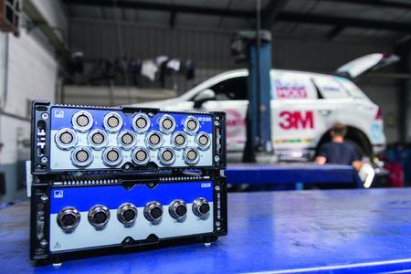 Unbeeindruckt von harten Einsatzbedingungen: Der ultra-robuste Datenrekorder SomatXR befindet sich an Bord des Cape-to-Cape-Touaregs
