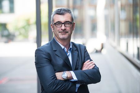 Verkaufsexperte Dieter Menyhart und Ducati (Schweiz) AG vereinbaren Zusammenarbeit