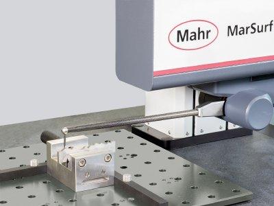 Für ausgewählte Konturenmessplätze, bspw. das hier abgebildete MarSurf CD, bietet Mahr ab sofort Kalibrierscheine auf DAkkS/DKD-Niveau an