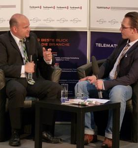 """Frank Biermann (l.), Vorstand Vetrieb und Marketing der mobileObjects AG im Interview. Bild: Telematik-Markt.de"""