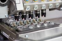 Die acp systems AG trägt dem wachsenden Bedarf des internationalen Marktes nach automatisierten Gesamt-Reinigungslösungen für die Integration in Produktionssysteme sowie nach Dienstleistungen im Bereich der CO2-Schneestrahlreinigung Rechnung. Bildquelle: acp systems AG