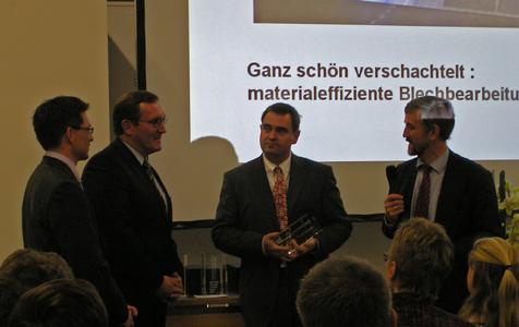 Die Preisverleihung anlässlich der Messe Euromold in Frankfurt v.l.n.r.Marcel Deselaers, Dr. Karlheinz Sossenheimer , Klaus Dosch, Dr. Rainer Jäkel