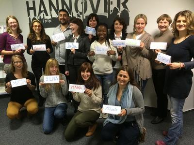 Startschuss: Die Teilnehmer der Schulung trafen sich zu einer gemeinsamen Auftaktveranstaltung am Standort des IBB in Hannover mit ihrer Dozentin Juliane von Hinüber-Jin (hintere Reihe ganz links).