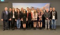 IHK-Präsident Professor Dr. Dr. h. c. Harald Unkelbach (links) mit den Landesbesten und deren Unternehmensvertretern bei der Landesbestenehrung in Konstanz