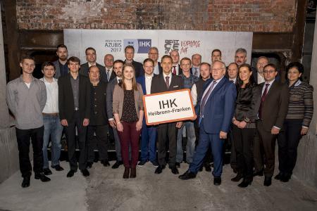 : IHK-Hauptgeschäftsführerin Elke Döring (4. v.r.) und IHK-Präsident Prof. Dr. Dr. h.c. Harald Unkelbach (7. v.r.) mit den landesbesten Auszubildenden aus der Region Heilbronn-Franken und ihren Ausbildern, © IHK Schwarzwald-Baar-Heuberg