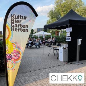 CHEKKO auf einer Veranstaltung im Kulturgarten der Zeche Schlägel und Eisen in Herten. Die Konzertgäste checken sich mit der CHEKKO-App selber ein. So kann sich der Veranstalter wieder mehr um seine Gäste und das Event kümmern.