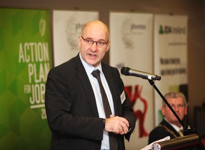 phenox-Geschäftsführer Dr.-Ing. Hermann Monstadt bei der Standorteröffnung in Glalway, Irland
