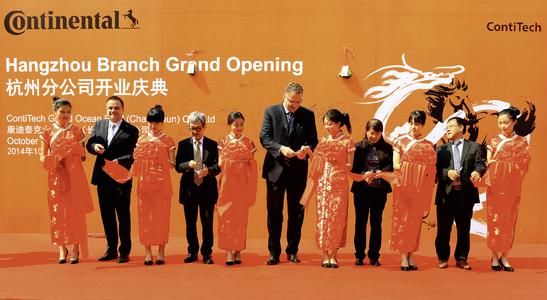 Opening ceremony in Hangzhou (left to right): Christopher Friz (General Manager of ContiTech Grand Ocean), Wally Santoso (Executive Board of ContiTech Grand Ocean and Chairman of Grand Ocean International), Matthias Schönberg (Head of ContiTech Fluid Technology Business Unit), Zhenfang Ruan (Executive Board of ContiTech Grand Ocean and Deputy General Manager of FAW Asset Management) and Junsheng Liu (President of ContiTech China). Photo: ContiTech