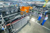 Vollautomatische Großteilanlage zur plasmachemischen Beschichtung im AHC-Werk Berlin.