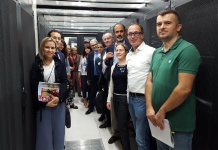 """Die Delegation EU-Bediensteter zu Gast im Heidelberg iT-Rechenzentrum """"Serverhotel 2"""" / Foto: Heidelberg iT"""