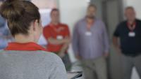 Bei interaktiven Führungen bietet die TORWEGGE GmbH & Co. KG tiefe Einblicke in das Unternehmen und die Fertigung von Produkten / Foto: TORWEGGE