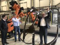 Kooperation mit Leichtigkeit – US-Gästen gefällt die universitär-industrielle Zusammenarbeit in Deutschland, hier anschaulich demonstriert im Technologiezentrum Augsburg / © MAI Carbon