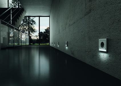 Die LED-Orientierungsbeleuchtung von Berker sorgt für Lichtakzente sowie für mehr Sicherheit und Orientierung.