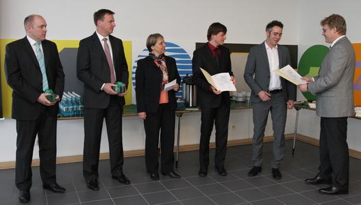 From left: Rainer Große-Kracht (BITZER Chief Technology Officer), Dr. Christian Wahlers (BITZER Chief Financial Officer), Ingrid Bossert-Spiegelhalder (Chairwoman of The Schaufler Foundation Management Board), Stefan Eisenhauer, Benjamin Martin Eltges, and Professor Michael Arnemann (Hochschule Karlsruhe)