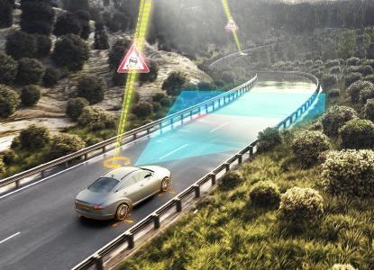 Das System nutzt die im Fahrzeug serienmäßig vorhandenen Sensoren und Daten aus der Cloud, um die Fahrbahn als trocken, nass, verschneit oder vereist einzustufen
