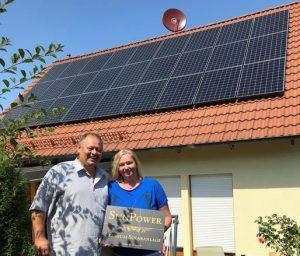 Die stolzen Photovoltaikanlagenbesitzer: Familie Reinhardt