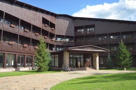 Chakassische Nobelunterkunft in Holz: Das Sporthotel Gladenkaya wird häufig als Quartier der russischen Wintersport-Elite genutzt. (Foto: Achim Zielke)