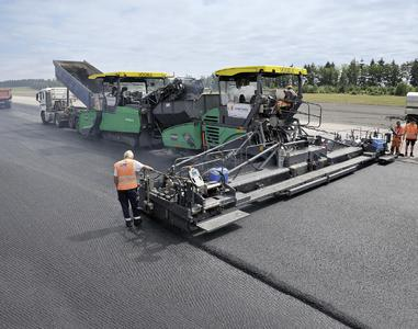 The general contractor Juchem Asphaltbau brought first class equipment to Büchel to pave asphalt for the new surface course