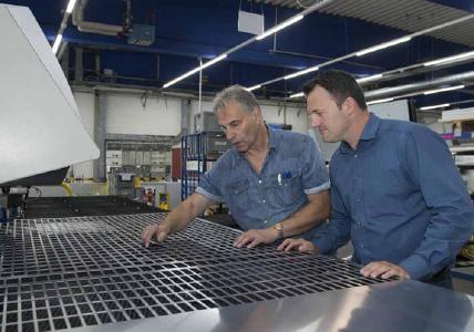 Am Standort Lüdenscheid entwickelt, fertigt und vertreibt die Fischer Elektronik GmbH & Co. KG Kühlkörper, Gehäuse und Steckverbinder für die Halbleiterindustrie / Foto: Fischer Elektronik