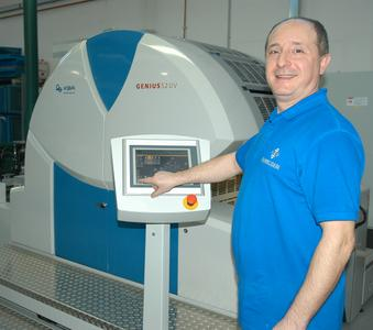 Mit ihrem hohen Automatisierungsgrad ist die Bedienung der Genius 52UV für die Drucker sehr komfortabel