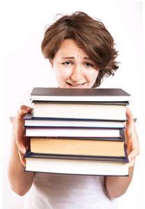 Es ist ein Trend: Um den Job zu sichern, pauken viele Mitarbeiter nach der Arbeit. (Foto: collegedegrees/flickr.com)