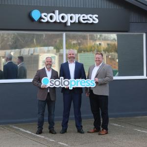 Simon Cooper will join Solopress as managing director as of February 2019. He will continue the successful work of the two founders Aron Priest and Andy Smith. From the left: Solopress founder Aron Priest, Simon Cooper, the new Managing Director, and COO Kevin Seaden / © Onlineprinters GmbH