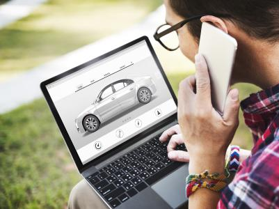 Bei Fahrzeuginseraten sollten sowohl Käufer als auch Verkäufer genau hinsehen / Foto: Rawpixel; Ltd@fotolia.com
