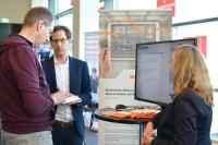 Journalisten konnten auf der Hannover Messe Preview einen Einblick in die Automated Maschine Learning Software am Stand von Weidmüller erhalten.