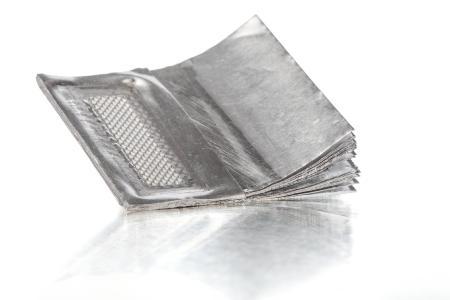Für Lithium-Ionen-Batterien werden mit dem Torsionsschweißen von Telsonic sehr dünne Folien zu Folienpaketen verschweißt, ohne dass die empfindliche oberste Folie beschädigt wird