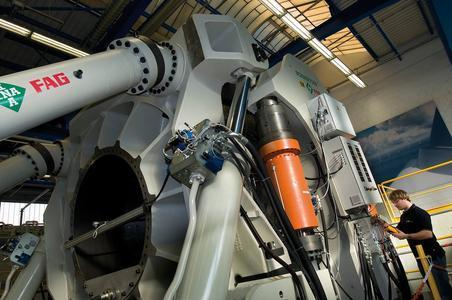 Schnellere und zuverlässigere Auslegung von Windkraftanlagen: Auf dem Großlagerprüfstand können Großlager bis 15 Tonnen und 3,5 Meter Außendurchmesser, wie sie insbesondere in der Windkraft eingesetzt werden, mithilfe eines breiten Simulationsprogramms unter praxisähnlichen Bedingungen getestet werden