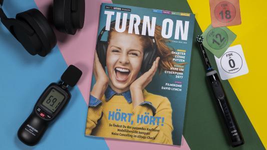 Jetzt in allen deutschen SATURN Märkten: Das neue Print-Magazin TURN ON