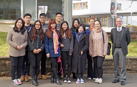 Chinesische Studierende auf Ausbildungskurs
