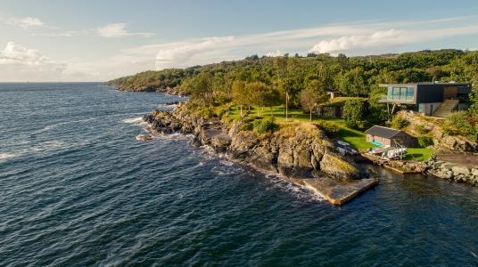 Die Natur am und um den Boknafjord war für das private Wohnhaus auf der norwegischen Insel Karmøy entwurfsprägend. (Sindre Ellingsen, Sandnes (NO))