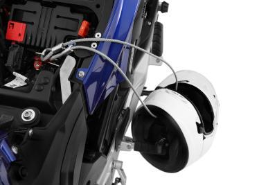 Die Länge des Sicherungsseils ist so bemessen, dass bis zu zwei Helme gesichert werden können