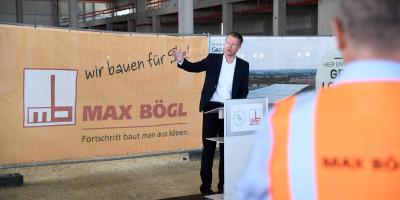 Dr. Franz Hauk dankte allen Projektbeteiligten und unterstrich bei seiner Rede insbesondere die nachhaltige Gesamtkonzeption der Immobilie