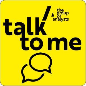 """Logo der neuen Podcastreihe """"Talk to Me"""" von The Group of Analysts AG"""