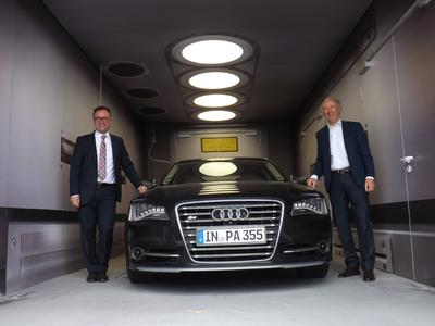 SLM Solutions Application Center Lübeck, Audi A8 mit Kay Sauber und Hans J. Ihde